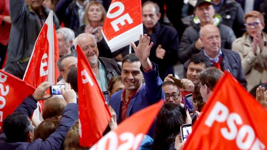 Spanish Prime Minister and presidential candidate for the Spanish Socialist Party (PSOE) Pedro Sanchez waves to supporters during a campaign rally in Alicante on April 20, 2019 ahead of the April 28 general election.