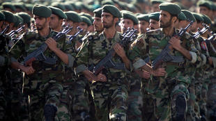 Members of Iran's Revolutionary Guards march during a military parade to commemorate the 1980-88 Iran-Iraq war in Tehran, September 22, 2007.